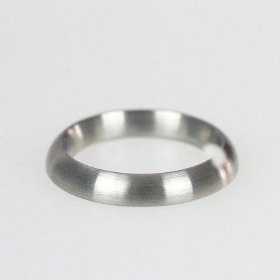 Ring in Edelstahl, 3,5mm breit, innen gewölbt, außen gerundet, mattierte Oberfläche