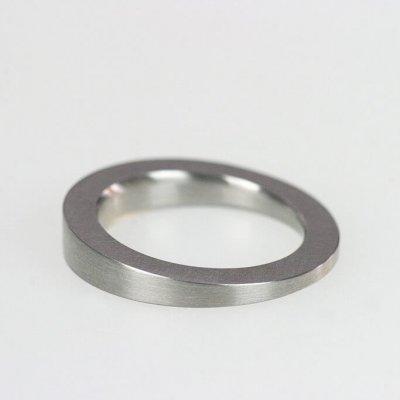 Ring in Edelstahl, max. 4,5mm breit, schräg, mattierte Oberfläche