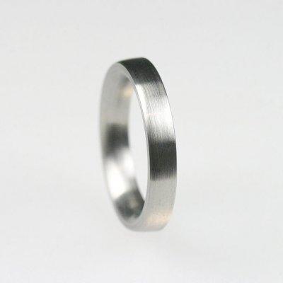Ring in Edelstahl, 3,7mm breit, innen und außen gewölbt, mattierte Oberfläche