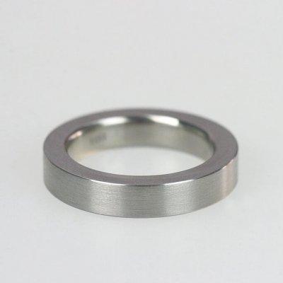 Ring in Edelstahl 4,5mm breit, mattierte Oberfläche