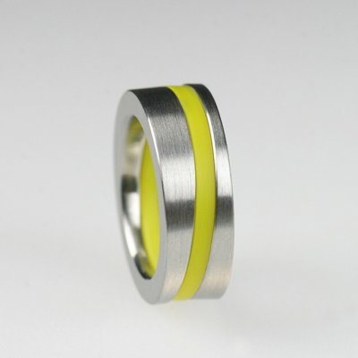 Ringkombination in Edelstahl, schräg, mit 1 hellgelben Acrylring