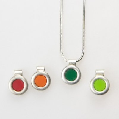 Anhänger in Silber mit farbigem Acryl