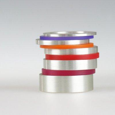 Diverse Ringe in Silber mit farbigem Acryl