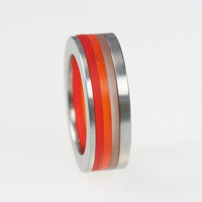 Ringkombination in Edelstahl, 1mm und 2mm, und transparent braunem, -orangefarbenem und -roten Acrylring