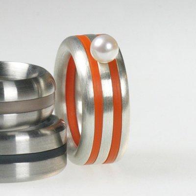 Ringkombination in Silber mit Süßwasser Zuchtperle und Acryl